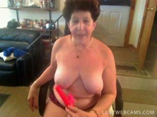 Abuelita dildoing su coño y culo en cam