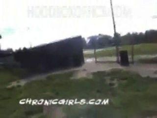 66. chicas inocentes blancas se desnudan en el parque con locos negros pornhub.com.mp4