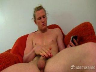 Shane recto de pelo largo caliente masturbándose