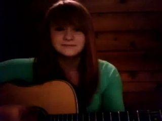 Natalie hermosa cantando pelirroja