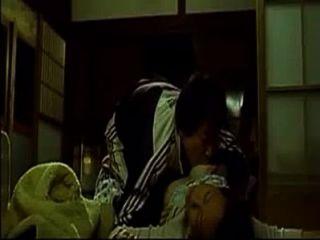 Maldita mujer asiática mientras duerme