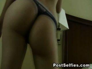 Mi ex novia traviesa en el video sexy de strip dance