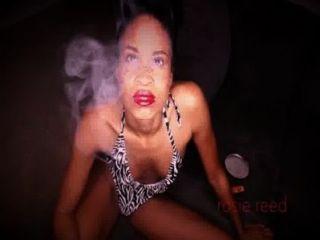 Rosie fetiche de fumar
