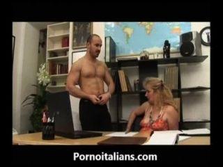 Mamma matura italiana succhia cazzo al capo italiano madura mama chupa polla