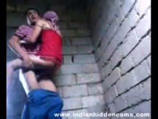 Adolescente indio follando viejo