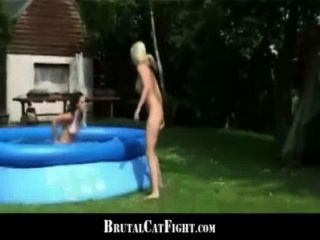 Mujer engañada y rubia cachonda hard catfigting al aire libre