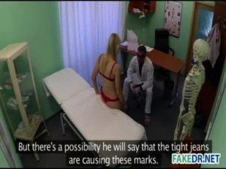 Médico quiere follar a su paciente