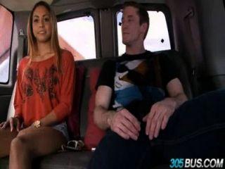 Gulliana alexis solo tiene 18 años para filmar su primer porno 1.4