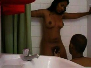 Chica nagaland caliente indios dedos en la ducha por el amante hardsextube