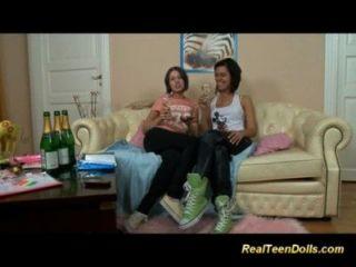 Joven strapon lesbianas anal