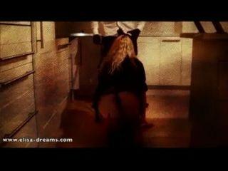 Sexo con un negro en una casa abandonada