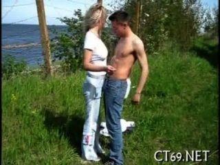 Sexo oral con una chica caliente