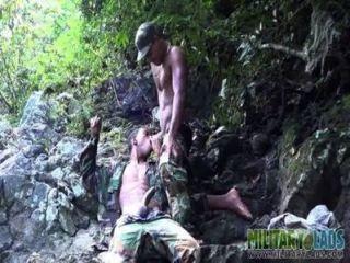 Boca ansiosa bootie follada en las selvas