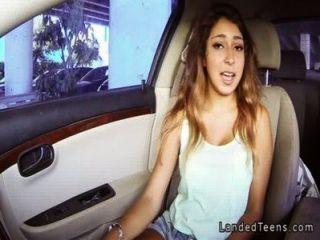 Mamada mexicana tetona adolescente en el coche pov