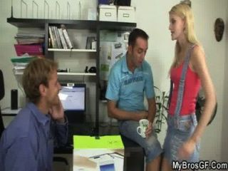 Ella consigue trampa engañada con él