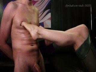 Adoración y pezón del pie de la señora del femdom