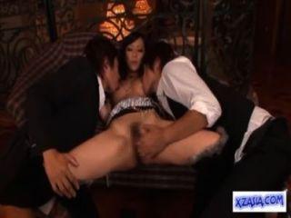 Caliente asiática chica lamió chorreando mientras dedo chupar polla follada en el sofá