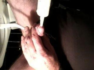 Inserción de leche en el pene y eyaculación