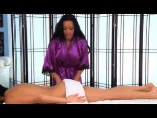Jackie white se folla durante un masaje
