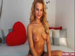Una hermosa chica rubia en webcam.¡Super caliente!