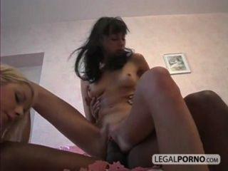 2 chicas sexy tomar un gran polla negro en el coño y culo sl 1 04