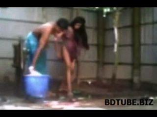 Bangladeshi pueblo par de sexo de baño de vídeo expuestos
