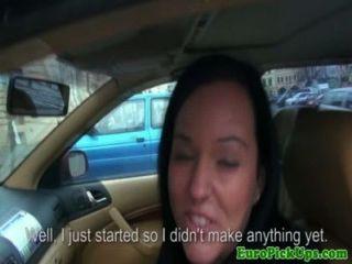 Chica de taxi intermitente ofreció dinero en efectivo para el sexo