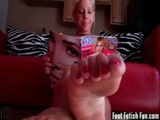 Verano teasing tu con sus pies perfectos