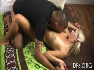 Sexo por primera vez para una belleza