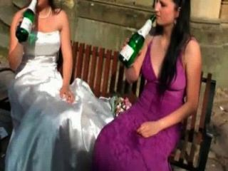 Lesbianas mojadas al aire libre