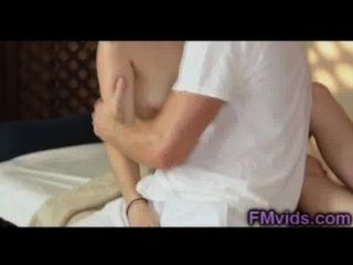 Linda chica follada por masajista