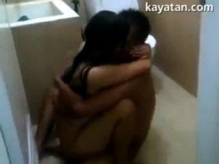 Pinay pareja sexo dentro de baño
