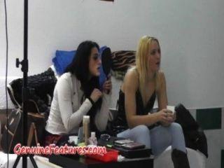 Chicas checas se divierten en el backstage