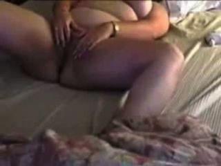 Sexy chubby cheating cums esposa con los dedos y el juguete