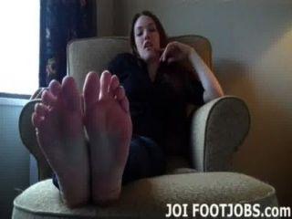 Quiero que te chupe mis dedos de los pies tan mal