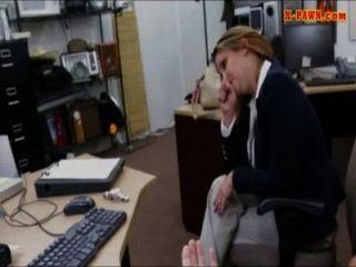 Foxy big boobs negocio mujer coño golpeó en la casa de empeño