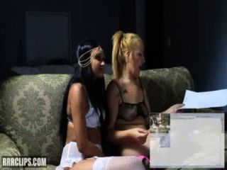 2 latinas lesbianas dominan eachother y squirt