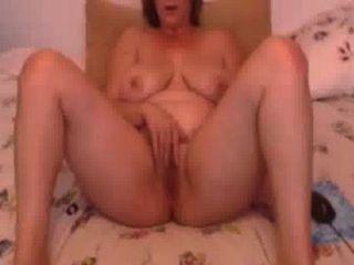 Mi verdadera esposa linda suavemente frotándose para novia en skype