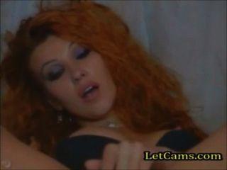 Pelirroja masturba el orgasmo en la webcam
