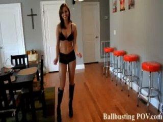 Patearte en las bolas es demasiado divertido!