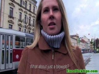 Euro girlnextdoor chupa la polla por dinero en efectivo