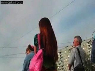 Funky ruso adolescente upskirted en la calle