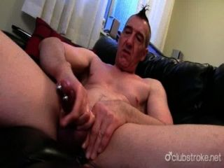 Perforado marc recto jerking de su pecker