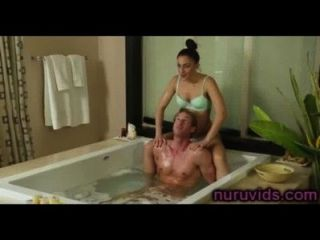 Baño caliente con chica dulce