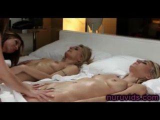 Masaje caliente de grupo lesbianas