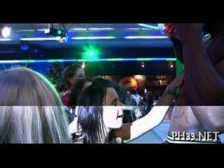 grupo de sexo salvaje patty en el club nocturno