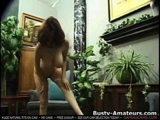 kathryn sacudiendo sus tetas pechos y masturbarse en la cámara de sexo en vivo de cámara de sexo en vivo muestra tits