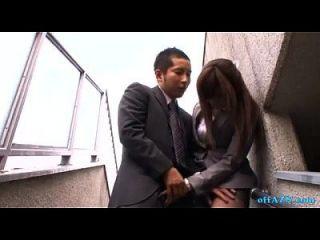 oficina dama dando mamada para chico cum a boca escupiendo semen a palma fuera o