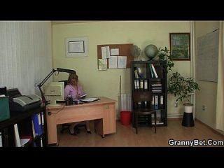 sexo en la oficina con mujeres encantadoras