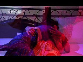bhabhi indio disfrutando de sexo con un falso baba sd